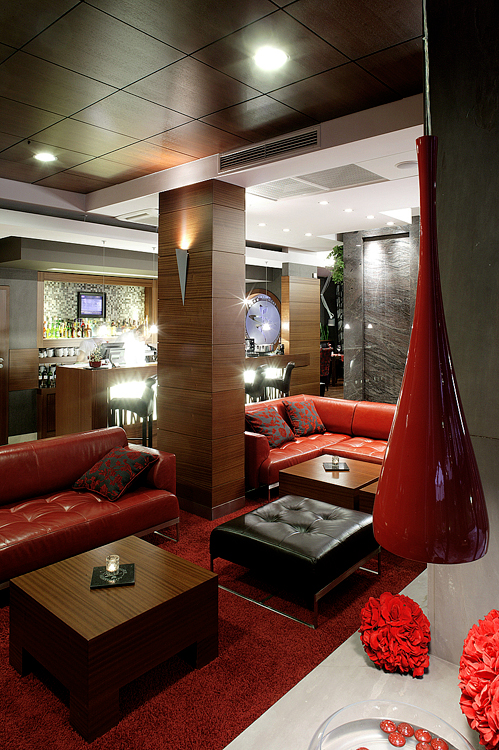 wnętrze baru w nowoczesnym hotelu