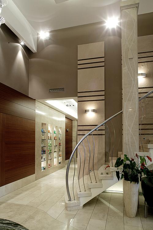 projekt wnętrza holu w nowoczesnym hotelu