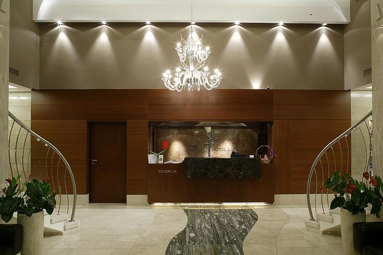 nowoczesna aranżacja wnętrza hotelu - recepcja