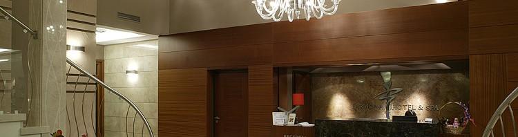 nowoczesne wnętrza hotelowe - aranżacja holu głównego i hotelu